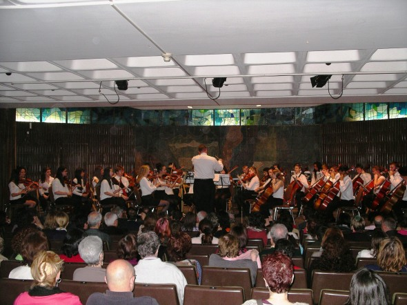 Hinsdale Central High School Orchestra performing on tour